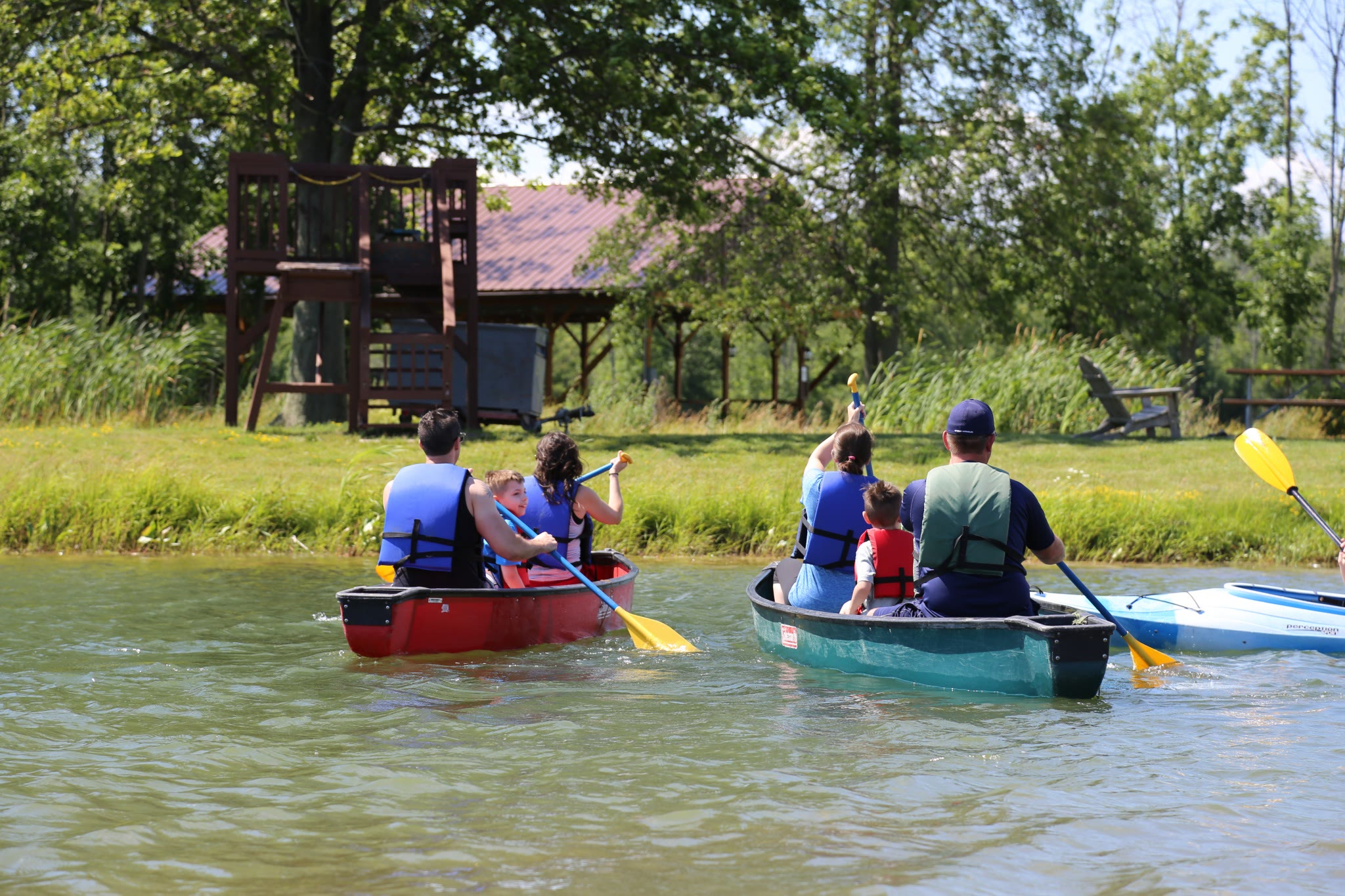 Families canoeing