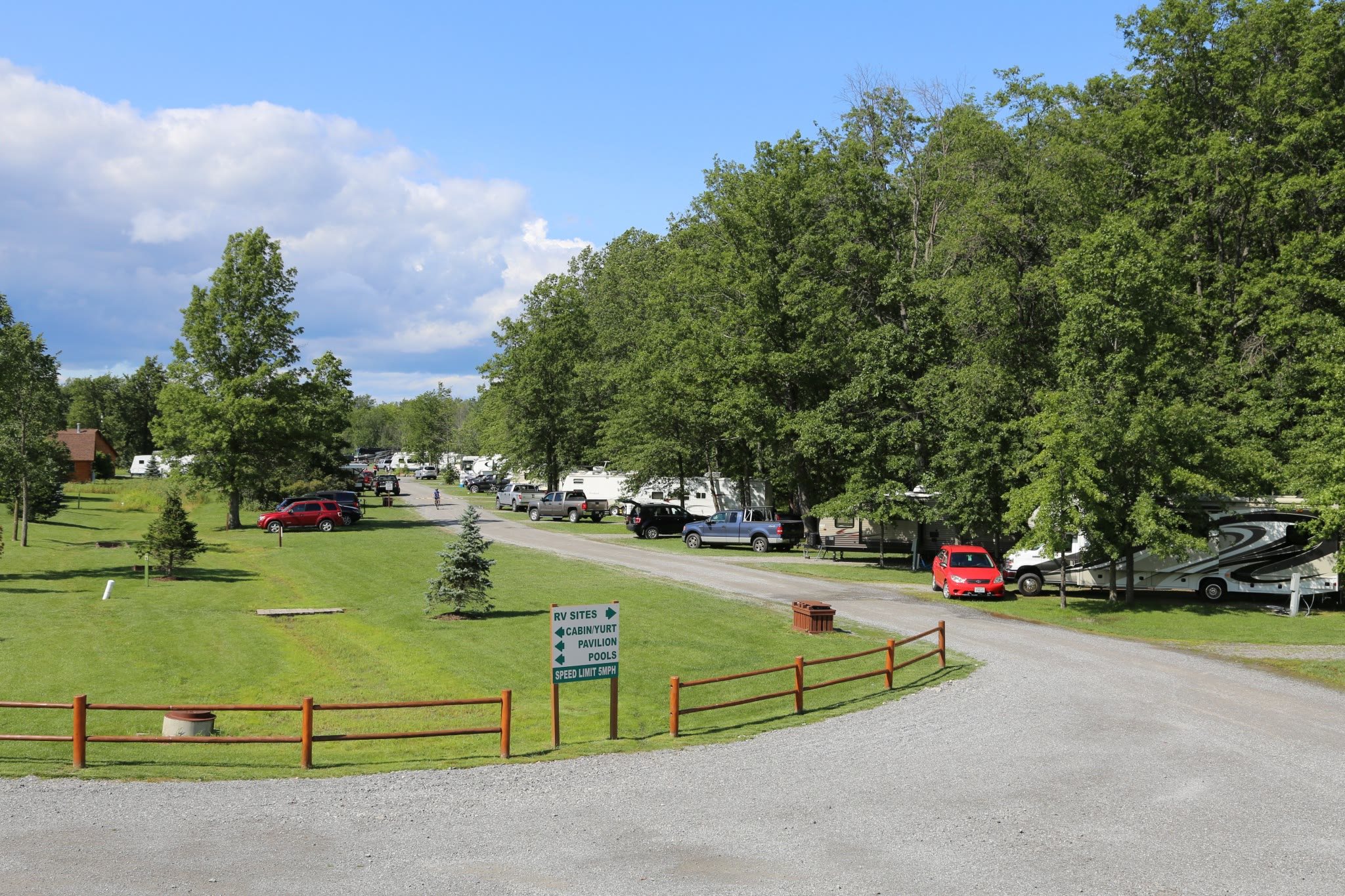 RVs and cars at Branches of Niagara Campground