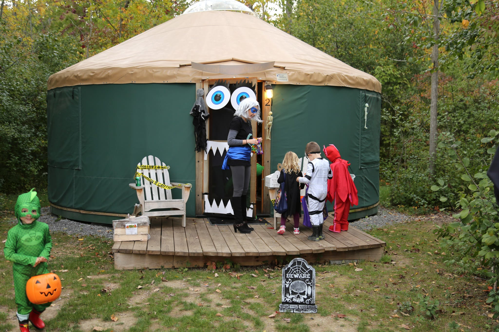 yurt decorated for Halloween